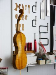 le violon en cours de vernissage - Thomas Billoux Luthier